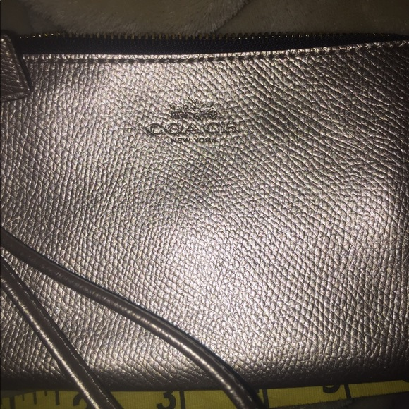 Coach wristlet AUTHENTIC WITH CARD